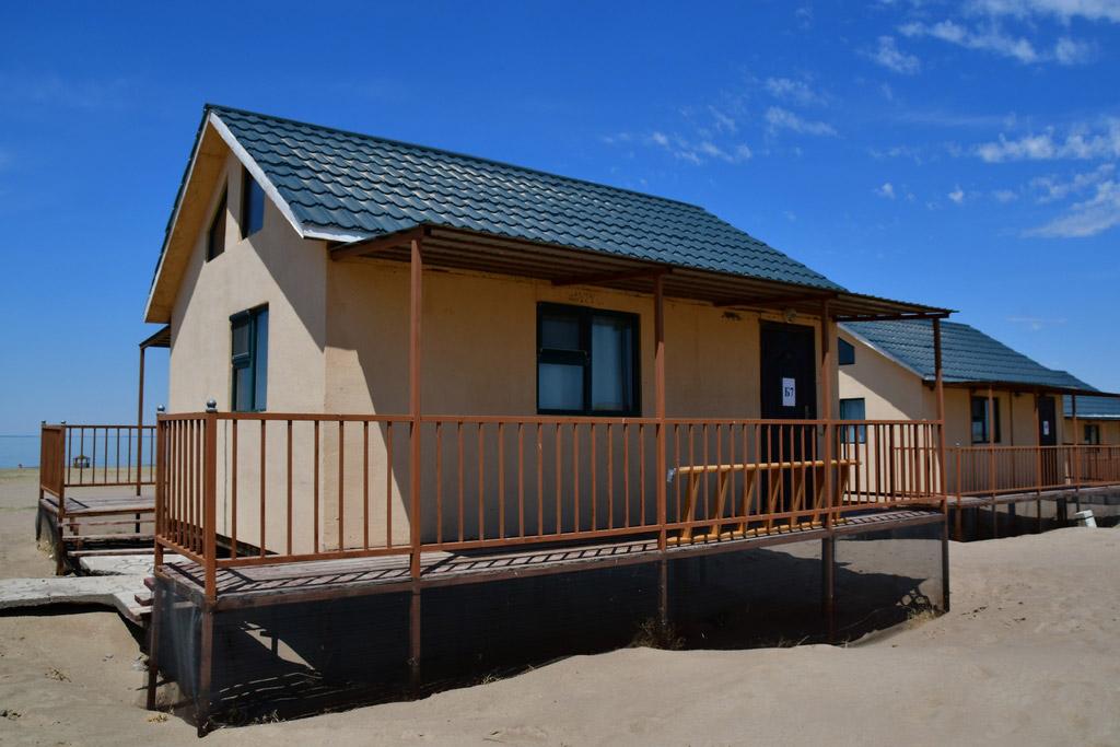 Энгийн байшин